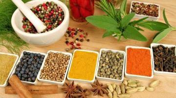 Μπαχαρικά και βότανα που μας βοηθάνε να αδυνατίσουμε