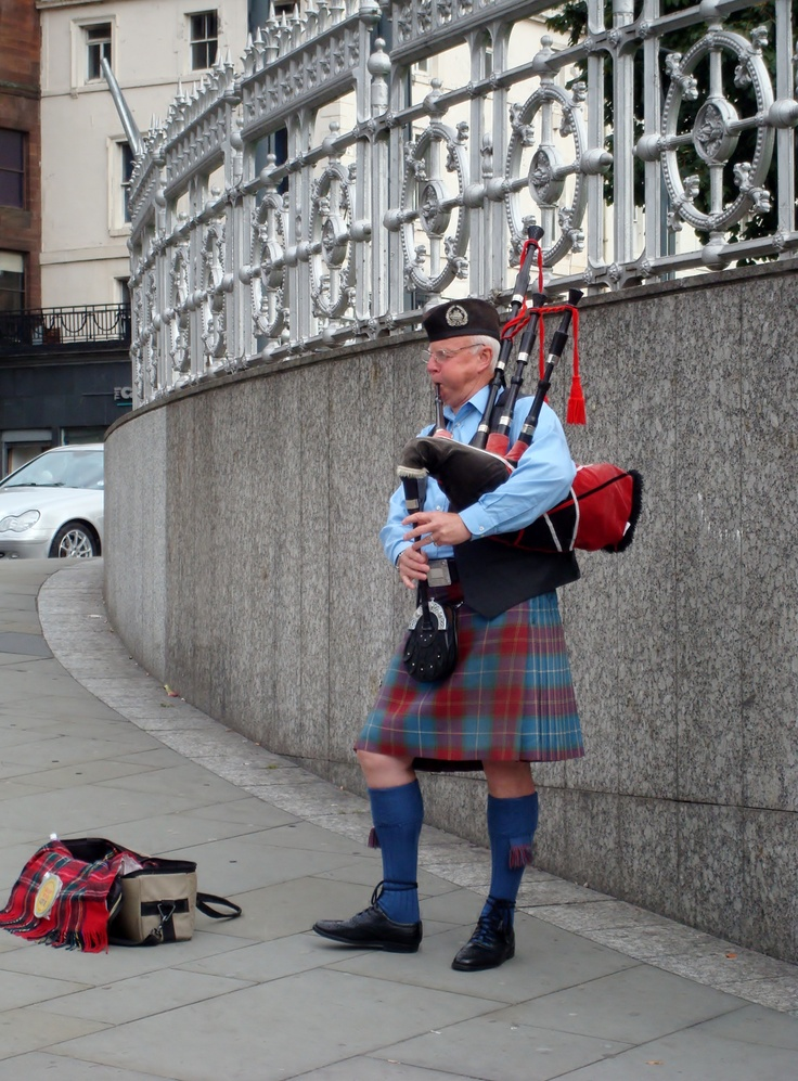 Scottish BagpiperScottish Bagpipes, Economy Crash, Crawford Scottish, Clans Crawford, British Isle