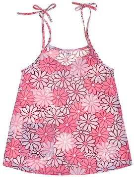 Adorable pink and white daisy top from Momma Fix. Perfect for the summer heat.