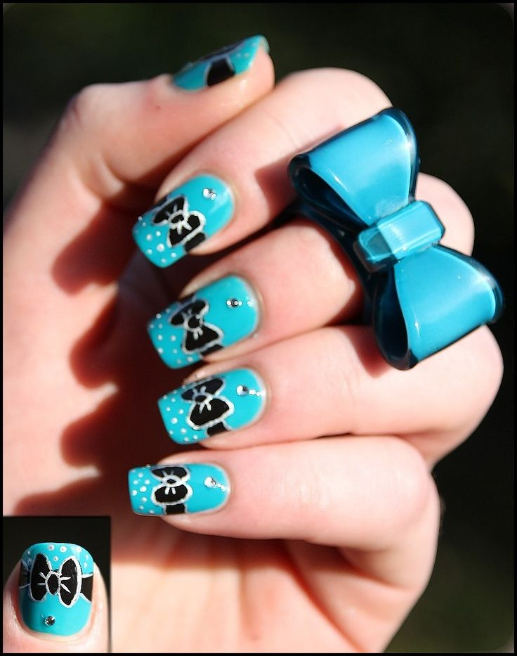 Bow-tie Nails