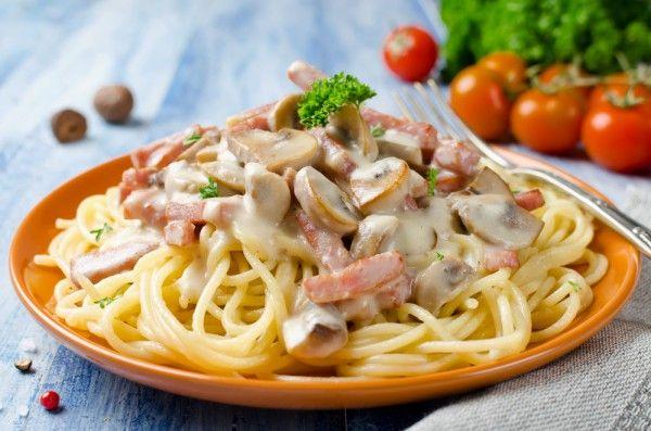 Спагетти с грибами и беконом, ссылка на рецепт - https://recase.org/spagetti-s-gribami-i-bekonom/  #Паста #блюдо #кухня #пища #рецепты #кулинария #еда #блюда #food #cook