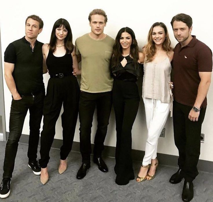 Outlander cast at 2017 Comicon