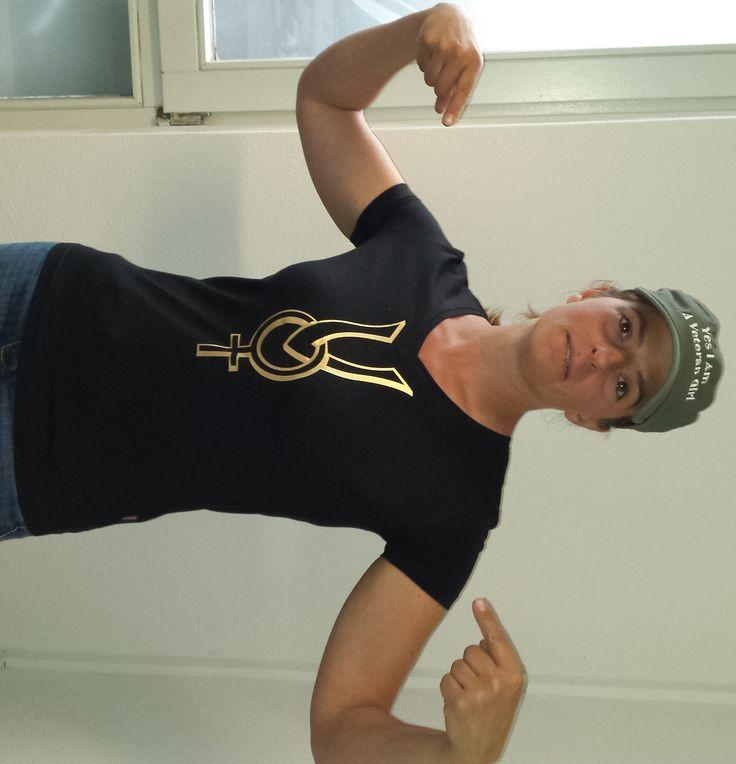 Speciaal voor de Nederlandse Veteranendag 2015Op deze speciale dag lanceren wij het vrouwelijk veteranen symbool als limited edition van VG NLVD 2015Herkenningssymboolvoor elke vrouwelijke veteraan in de hele wereld.Bestel nu alvast en jouw limited edition ligt klaar op de 27  Limited Edition of the Veteran Girl Dutch Veteran Day T-shirt.  Internationale female Veteran symbol created by Veteran Girl