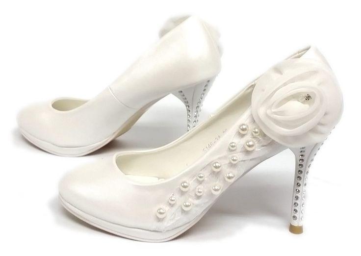 De mooiste avond schoenen bestelt u in onze winkel. Bij ons vindt u verschillende betaalbare avondschoenen, feestschoenen en bruidschoenen. U vindt gegarendeerd de avond schoenen die u outfit compleet maakt. Bekijk ons collectie!!! Er is vast wel een avond schoen tussen dat uw aantrekkelijk vindt.
