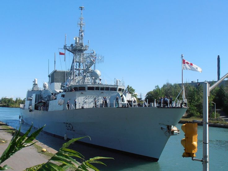 HMCS Ville de Québec is about to enter lock 4 east in Thorold, Canada. She's heading upbound in the Welland canal. The destination is Milwaukee. Date: August 8, 2012