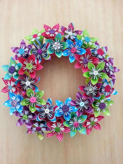 All Buttoned and Blingie. Frist attempt at a wreath and I LOVE it! #origami #flowers #christmas #decoration @Beth J Rubin Le Bonbon | Flickr - Photo ...