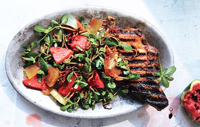 Chuletas+de+cerdo+vietnamita+con+sandía+en+escabeche