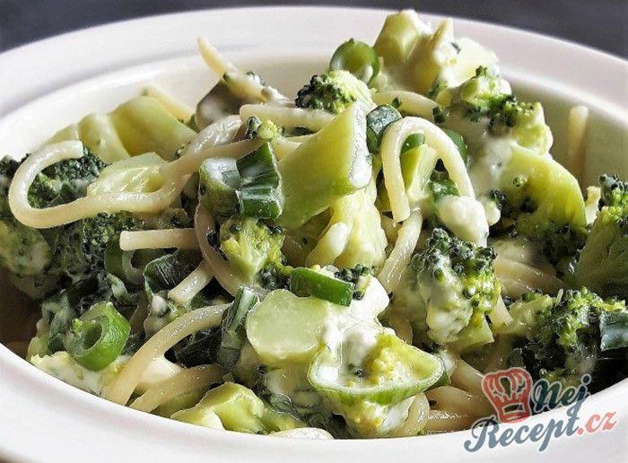 Rychlovka na oběd. Pokud nemáte mnoho času a chcete sníst něco opravdu chutné, zkuste si připravit netradiční špagety. Netradiční proto, protože klasické špagety se připravují s rajčatovou omáčkou, mletým hovězím masem a strouhaným sýrem. Já jsem tentokrát špagety připravila s brokolicovými růžičkami a s nivou. Niva je velmi aromatický sýr, proto jsem už žádný jiný nepřidávat a bylo to opravdu chutné a hlavně velmi rychlé. Autor: Kocmax