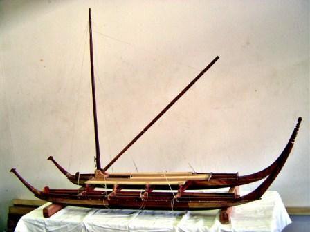 Vaka tou'ua - Pirogue double à voile triangulaire, Iles Marquises