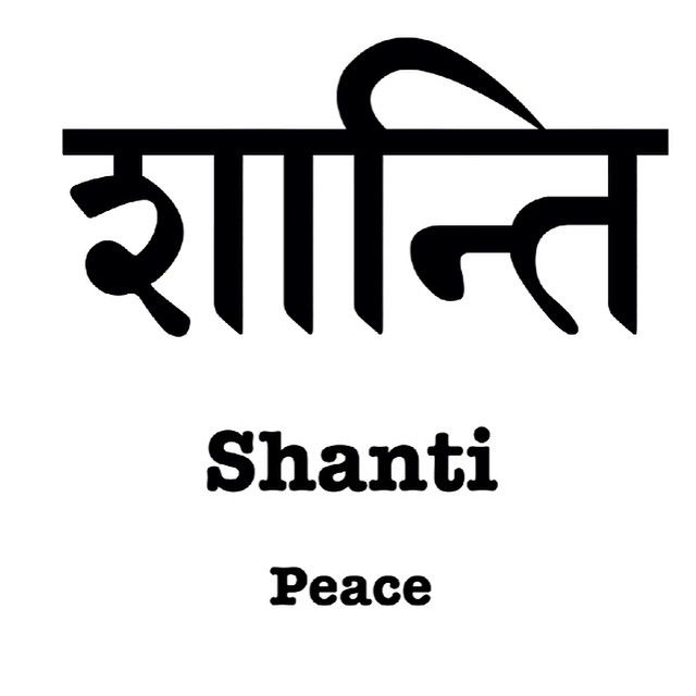 Hoy es #miercolesdesanscrito. La palabra de hoy es #Shanti.  Shanti significa paz.  Al terminar la práctica de yoga se acostumbra cantar la palabra shanti 3 veces, con el siguiente significado:  1. Pedir paz para nuestros antepasados 2. Pedir paz para nosotros mismos  3. Pedir paz para todos los seres vivientes ¿Qué significa la palabra shanti para ti?  Comparte en nuestras redes sociales con el hashtag #miercolesdesanscrito y #greenyoga