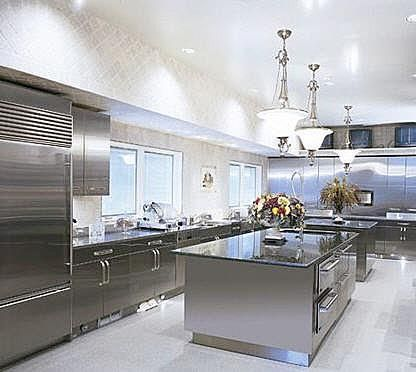 Resultado de imagen para cocinas lujosas en acero inoxidable imagenes grandes