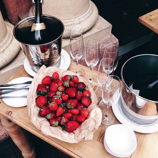 21 Romantic Ways To Surprise Your Partner On Your Wedding: Best 25+ Romantic Surprise Ideas On Pinterest