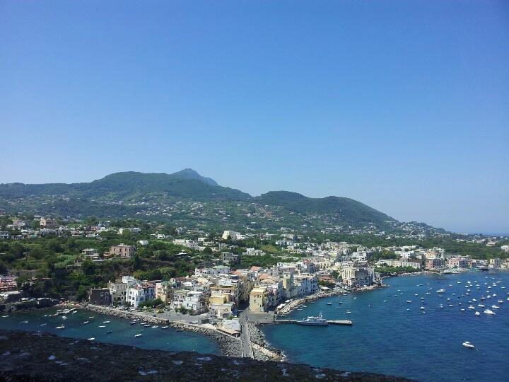 Veduta dalle terrazze del Castello Aragonese, a Ischia ponte