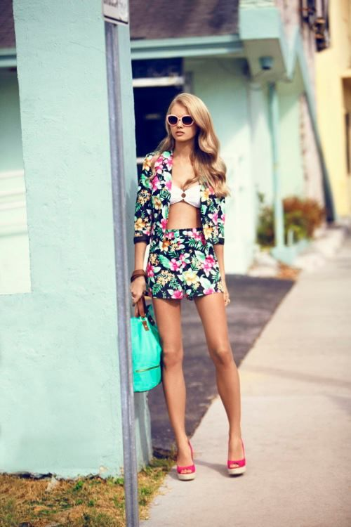 Fashion Blogges Style https://www.facebook.com/FashionBloggers
