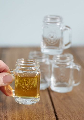 miniature mason jar shot glass set http://rstyle.me/n/dgu5spdpe