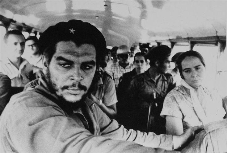 Che Guevara, il volto della rivoluzione negli scatti di Korda: una mostra a Bologna