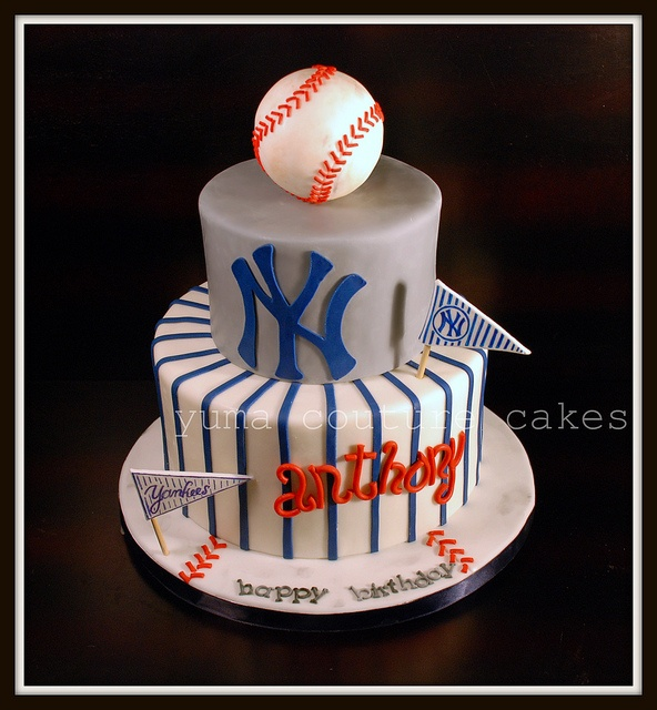 Not necessarily a Yankees fan, just liked the cake!