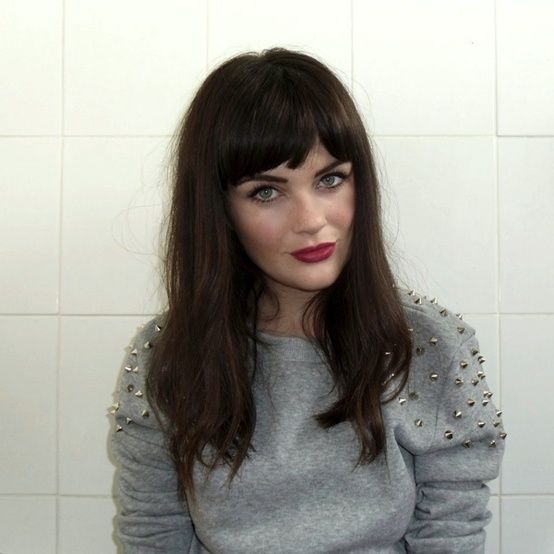 Congratulate, Black hair with fringe