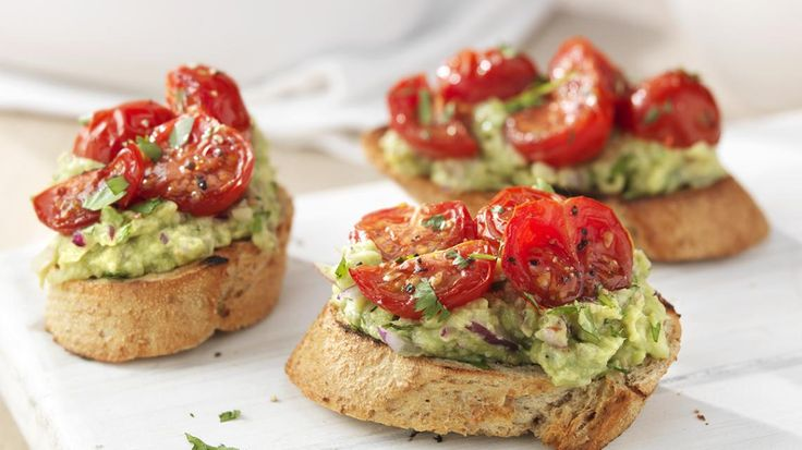 Bruschetta met geroosterde tomaat en avocado | VTM Koken