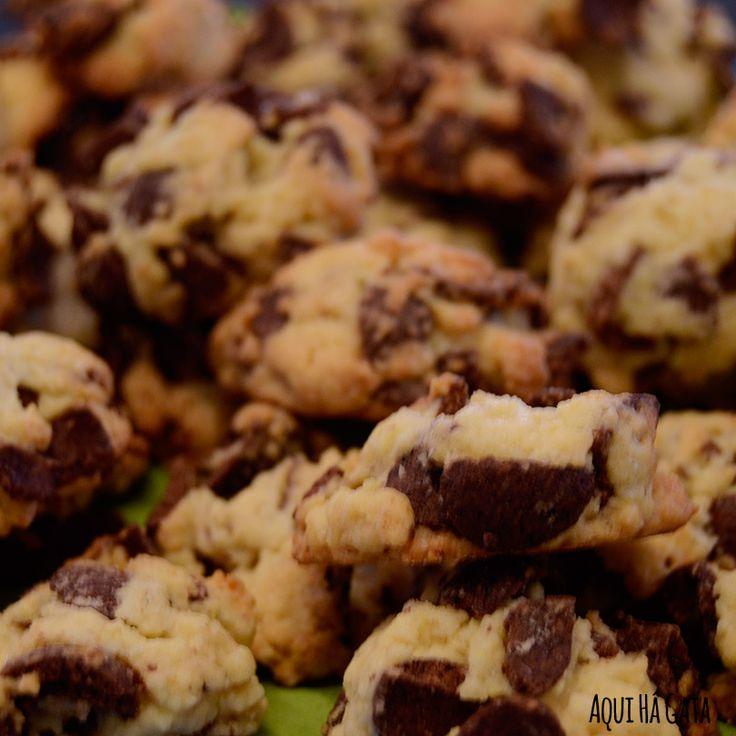 Bolachas Chocapic - O snack saudável para os lanches da manhã ou da tarde. As Bolachas Chocapic são uma forma de comer os seus cereais do pequeno almoço de maneira diferente. Coma a qualquer hora e em qualquer lugar.