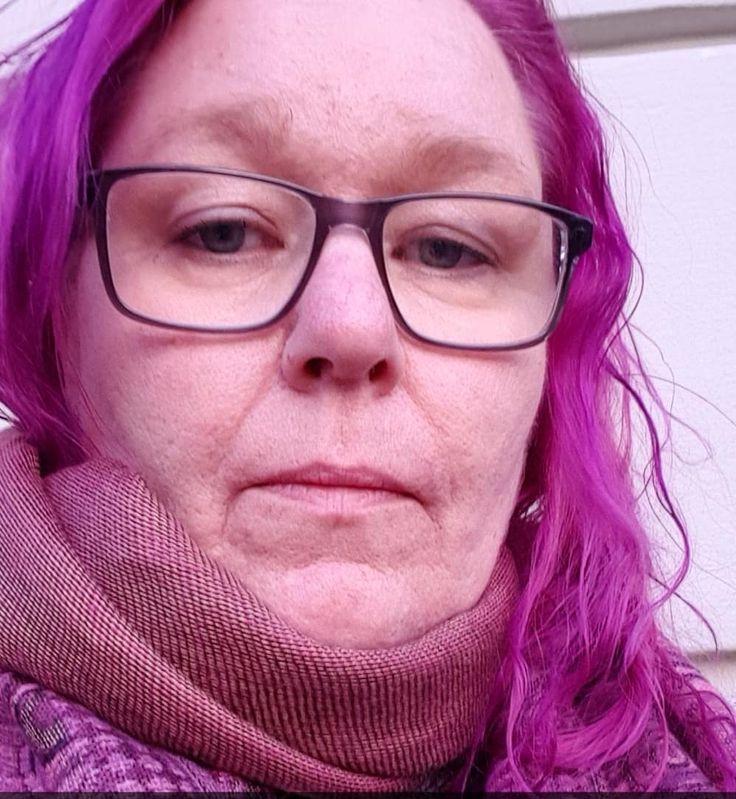 Når fargefilteret på kameraet bare oppfatter en farge ...  #selfie #lilla #lillahår #purplehair