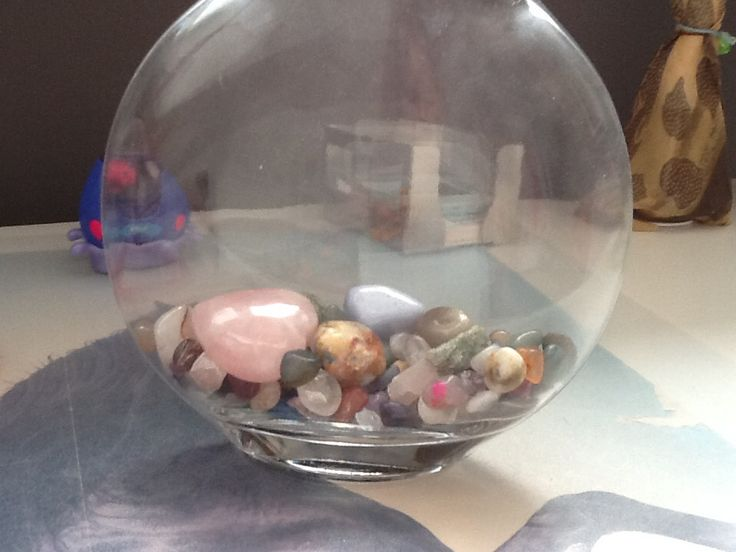 Deze vaas staat ook leuk met stenen! Je kunt er natuurlijk ook bloemen inzetten! Deze vaas is te krijgen bij Blokker