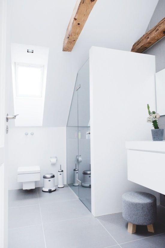 douche onder schuin dak Bathroom