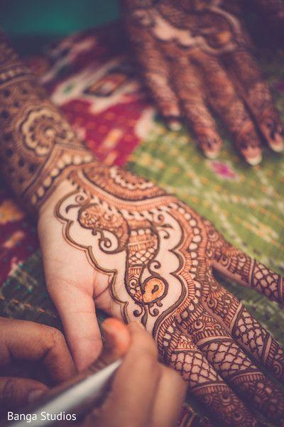 Lovely bridal mehndi design. http://www.maharaniweddings.com/gallery/photo/91441