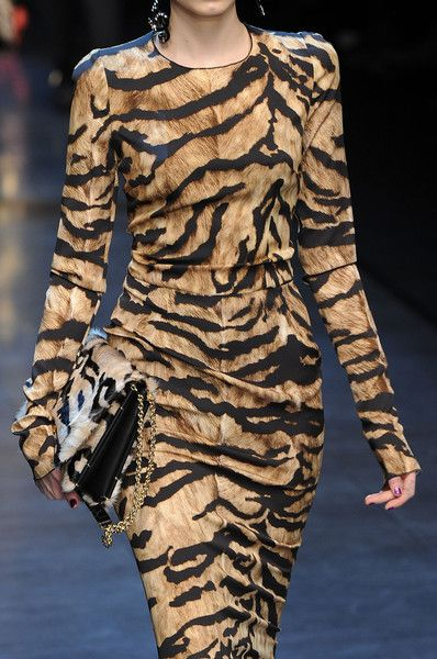 Dolce & Gabbana Fall 2011 - Details