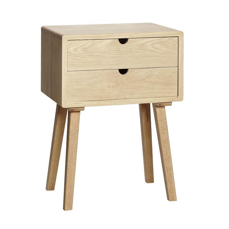 Vakkert og funksjonelt nattbord/kommode i naturfarget eik fra Hübsch. Det enkle Nordiske designet i dette møbelet gjør det utrolig anvendelig