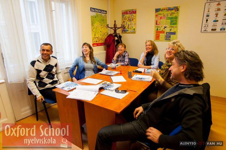 Nyelvvizsga felkészítő tanfolyamainkat olyan tanárok tartják akik maguk is nyelvvizsgáztatók.  http://www.oxfordschool.hu/?page_id=59