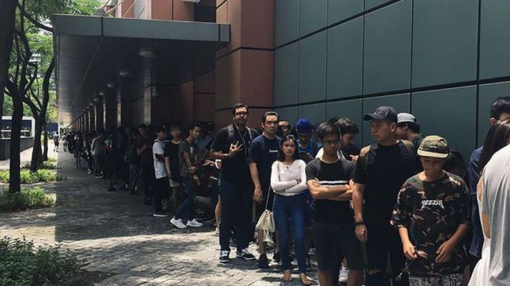 Singaporeans queued overnight for Kanyes only Pablo pop-up in Asia