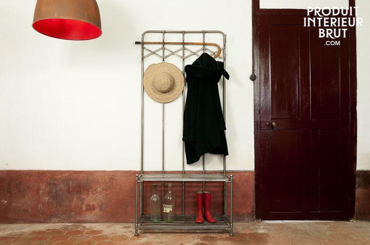 Appendiabiti Café de Paris, I suoi dieci appendini ti permetteranno di appendere tutti i tuoi cappotti e il posto a sedere sarà utilissimo per allacciarsi le scarpe. Interamente realizzato in metallo invecchiato a mano.