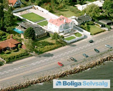Rungsted Strandvej 213, 2960 Rungsted Kyst - Unik beliggenhed/udsigt. Stue eller 1sal til salg. Med-design selv. #villalejlighed #rungsted #selvsalg #boligsalg #boligdk