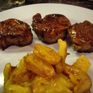 filet mignon laqué au sirop d'érable, ananas poêlé  http://cuisine.journaldesfemmes.com/gastronomie/recettes-de-viandes-faciles/filet-mignon-laque-au-sirop-d-erable-ananas-poele.shtml