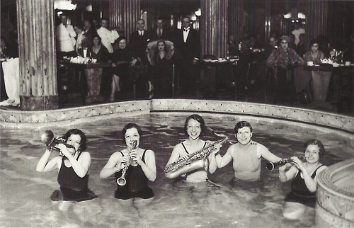Jazz dans une piscine du lido de paris 1931 b w for Piscine du lido