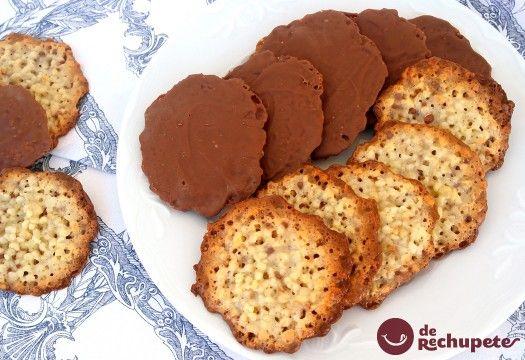 Galletas asturianas moscovitas de almendra y chocolate.