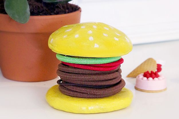 If you're anything like us, you're constantly wondering where all your hair ties have gone. But struggle no more! This adorable burger-shaped…
