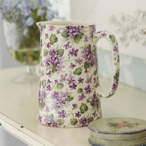 ...my mom. She loved violets and had a little creamer and sugar set in this pattern.