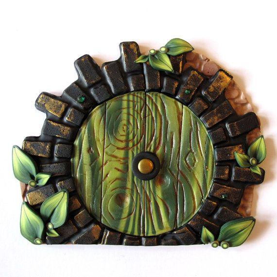 Green Fairy Door Hobbit Style por Claybykim en Etsy, $23.00