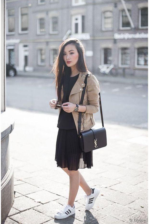 Jupe plissée + perfecto + Superstars + sac YSL = <3 // Pleated skirt + beige jacket + Adidas Superstars + YSL bag = perfection