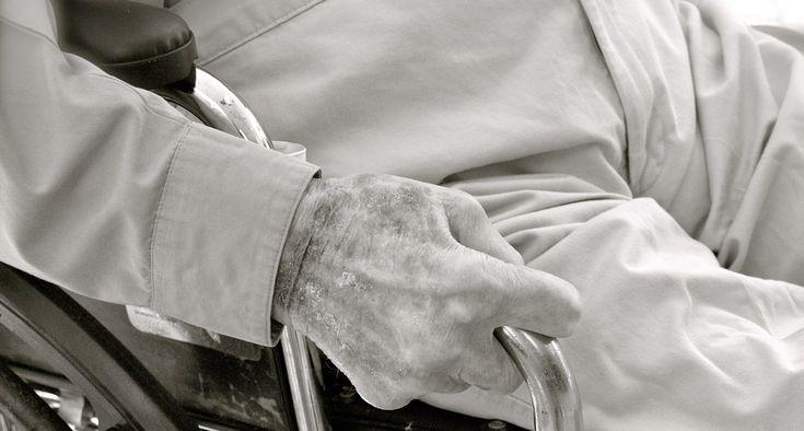 De initiatiefwet die bekend staat als 'voltooidlevenwet' dwingt ons goed na te denken over hulp bij zelfdoding. Het betreft vooralsnog ouderen die hun leven voltooid vinden en enkel nog stervenshulp wensen. Dat vraagt volgens humanist Brecht Molenaar om een maatschappelijk debat zonder misverstanden, terwijl die er wel zijn. Ten eerste heet de wet officieel 'Wet … Lees meer