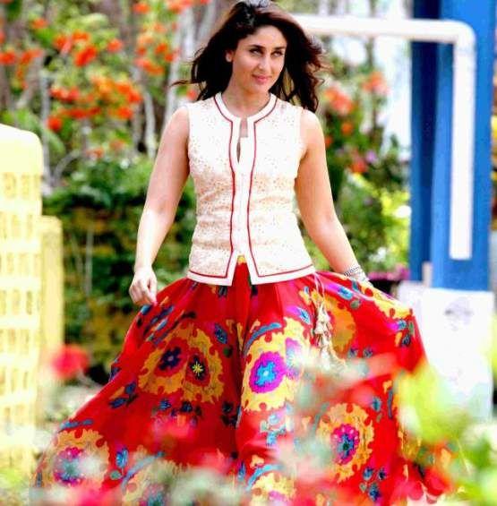 Kareena Kapoor in Red Lehenga Type Long Skirt in Singham Returns Movie Song