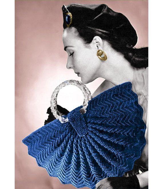 Ununica borsa vintage alluncinetto da 1940  In stile come una mezza luna con un bordo piuttosto ondulato  Sezioni sono a maglia in un zig-zag, a