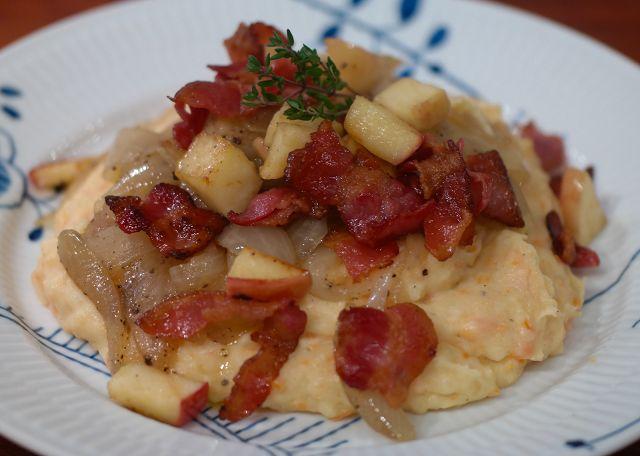 God mad og søde sager: Brændende kærlighed m. grov mos og æblestykker