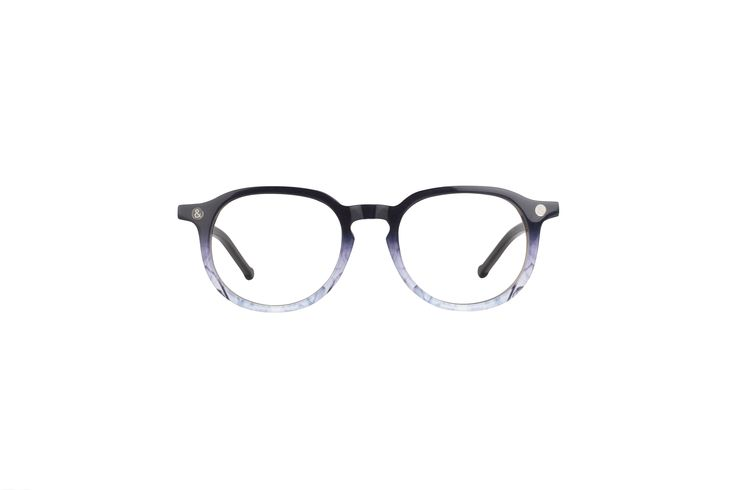 Lunettes de couleur noire et bleue pour visage de forme carrée ou ovale. Black and blue glasses for square face shape or oval. #lunettes #glasses #geek #nerd