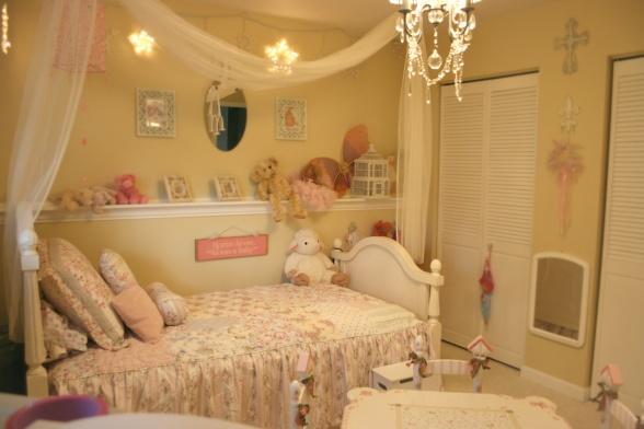Little girls bedroomLittle Girl Bedrooms, Brielle Room, Chairs Railings, Pretty Girls, Girls Bedrooms, Kids Room, Girls Room, Bedrooms Ideas, Girl Rooms