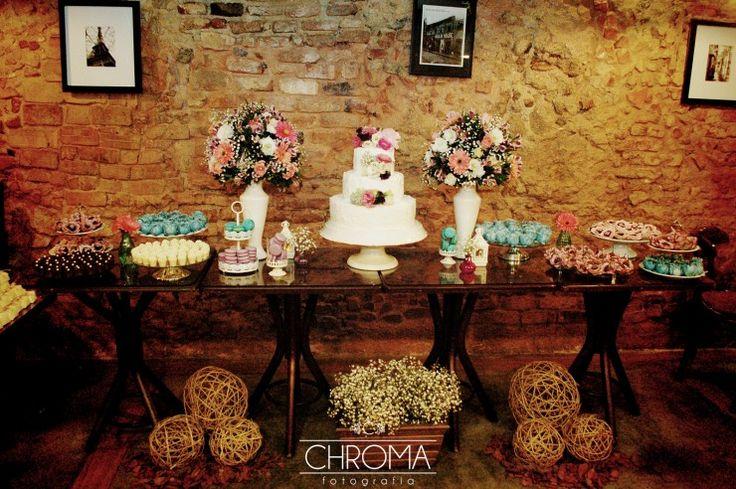 Mesa de doces e bolo. ❤