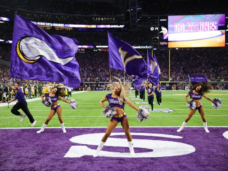 Cheerleader Photos: Vikings-Packers