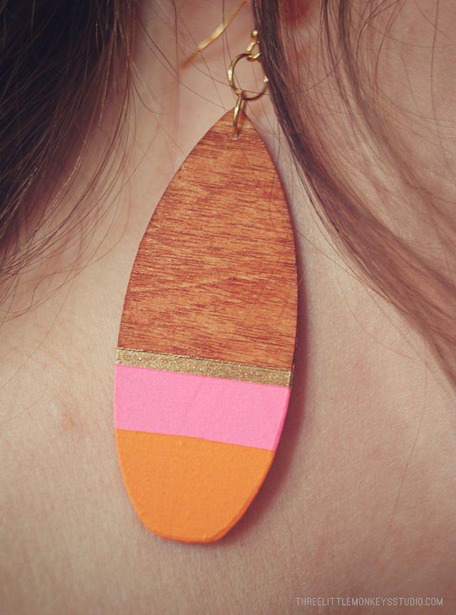diy-wood-veDIY Wood Veneer Earrings by ThreeLittleMonkeysStudio.comneer-earrings-10